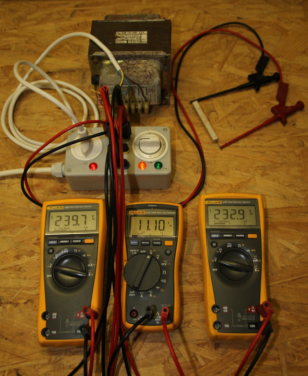 Measuring The Power Factor With Three Voltmeters Method Connect A Simple Circuit Voltmeter And Ammeter As Shown Transformer Without Load Being Measured