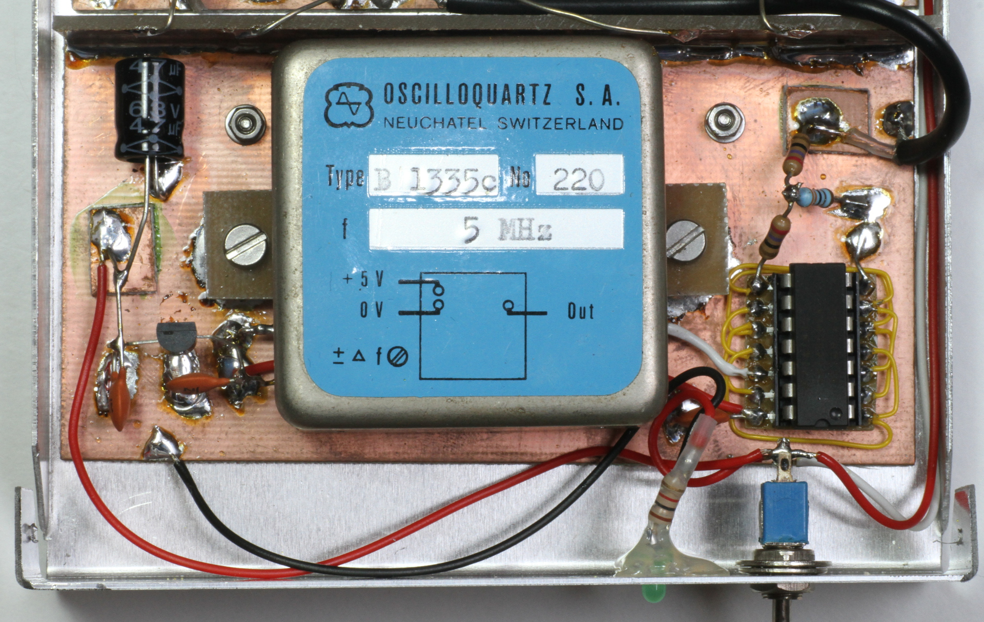 An Up Converter For Receiving Long And Very Waves 5mhz Notch Filter Circuit Diagram Electronic Diagrams Picture Of The Tcxo Middle With Its 5 Vdc Power Supply Left